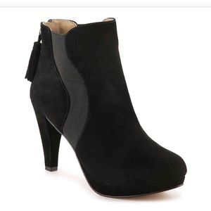 NEW Adrienne Vittadini Black Suede Heeled Booties